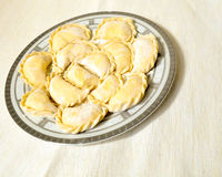 Selbst gemachte ungekochte Ravioli Lizenzfreies Stockbild