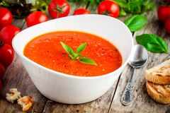 Selbst gemachte vegetarische Tomatencremesuppe Stockfotografie