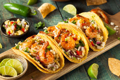 Selbst gemachte würzige Garnelen-Tacos Lizenzfreie Stockfotografie