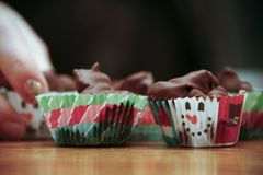 Selbst gemachte Weihnachtsschokoladen mit der Hand Lizenzfreies Stockfoto