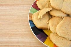 Selbst gemachte Zuckerplätzchen auf Platte Stockfotos