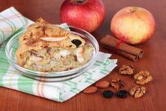 Selbst gemachter Apfelkuchen Stockfotos