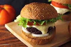 Selbst gemachter Burger Lizenzfreies Stockbild