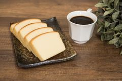 Selbst gemachter einfacher Butterkuchen weich und feucht lizenzfreie stockfotos