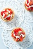 Selbst gemachter Erdbeere-Kuchen Lizenzfreie Stockfotos