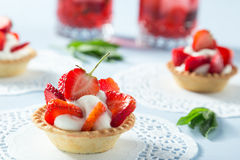 Selbst gemachter Erdbeere-Kuchen Lizenzfreie Stockbilder