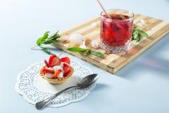 Selbst gemachter Erdbeere-Kuchen Lizenzfreie Stockfotografie