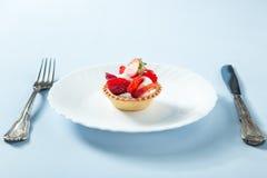 Selbst gemachter Erdbeere-Kuchen Lizenzfreies Stockbild