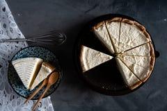Selbst gemachter frischer Milchcremekuchen und -käsekuchen Lizenzfreie Stockfotos