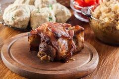Selbst gemachter gebackener Schweinefleischknöchel stockfoto