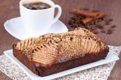 Selbst gemachter Honigkuchen mit Birnen Stockfotografie