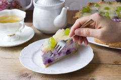 Selbst gemachter Käsekuchen mit Blaubeeren Lizenzfreie Stockfotos
