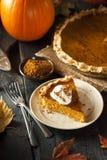 Selbst gemachter Kürbiskuchen für Thanksigiving Stockfoto