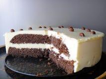 Selbst gemachter Kuchen mit Klumpencreme Stockbild