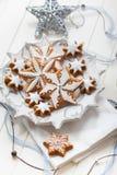 Selbst gemachter Lebkuchen für Weihnachten lizenzfreie stockbilder