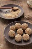 Selbst gemachter Nachtisch mit Samen des indischen Sesams Stockbild