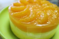 Selbst gemachter orange Kuchen Stockfotografie