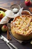 Selbst gemachter organischer Apfelkuchen Stockbild
