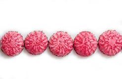 Selbst gemachter rosa Zefir oder Eibisch in der rosa Platte auf weißem Hintergrund mit Kopienraum Konzept des Valentinsgrußes ode lizenzfreie stockfotografie