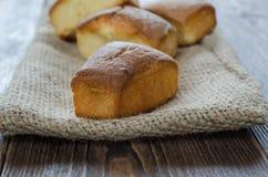 Selbst gemachter süßer Kuchen auf dem Beutel, selektiver Fokus Lizenzfreies Stockfoto
