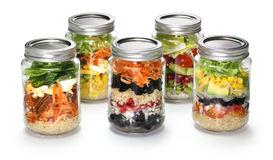 Selbst gemachter Salat im Glasgefäß Lizenzfreie Stockfotos