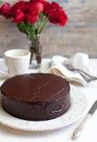 Selbst gemachter Schokoladenkuchen Stockfotos