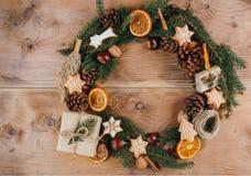 Selbst gemachter Weihnachtskranz Stockfotografie