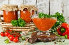 Selbst gemachtes adjika der scharfen Soße mit Gemüse Lizenzfreies Stockbild