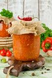 Selbst gemachtes adjika der scharfen Soße mit Gemüse Stockfoto