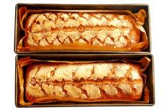 Selbst gemachtes Brot des frischen Sauerteigs lokalisiert auf weißem Hintergrund Stockfotos