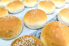 Selbst gemachtes Brot mit indischem Sesam auf die Oberseite Lizenzfreies Stockfoto