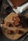 Selbst gemachtes dunkles Schokoladenfondant Stockbilder