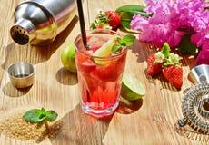 Selbst gemachtes Erdbeercocktail stockfoto