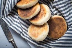 Selbst gemachtes Frühstücksbrot des englischen Muffins Lizenzfreies Stockfoto