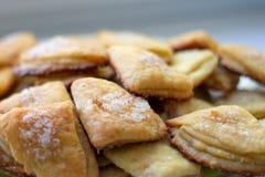 Selbst gemachtes Gebäck backte Nachtisch mit Hüttenkäse und Zucker Lizenzfreies Stockfoto
