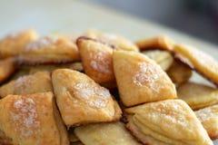 Selbst gemachtes Gebäck backte Nachtisch mit Hüttenkäse und Zucker Stockfotografie