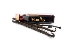Selbst gemachtes Geschenk, kleine Flasche des Vanille-Extrakts und Vanille drei lizenzfreies stockbild