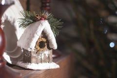 Selbst gemachtes Haus auf dem neuen Jahr Kamin eco Art Stockfotos