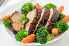 Selbst gemachtes heißes Schweinefleisch mit Gemüse Lizenzfreie Stockbilder