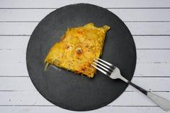 Selbst gemachtes Kartoffelomelett mit Chorizo †‹â€ ‹- spanischer traditioneller Teller Stockbild