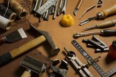Selbst gemachtes ledernes Handwerkswerkzeug und -Zubehör Lizenzfreie Stockfotografie