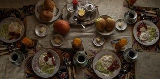 Selbst gemachtes Mittagessen für eine ganze Familie Stockfotografie