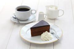 Selbst gemachtes sachertorte, österreichischer Schokoladenkuchen Stockbild