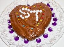 Selbst gemachtes Schokoladenkuchen-Herz geformt Lizenzfreie Stockfotografie