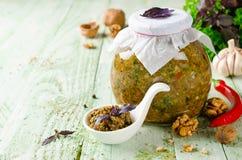 Selbst gemachtes Soße adjika mit Gemüse und Walnüssen Lizenzfreies Stockfoto