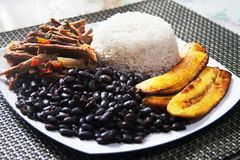 Selbst gemachtes venezolanisches Lebensmittel Traditioneller venezolanischer Teller lizenzfreie stockfotos