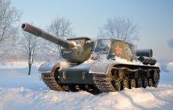 Selbstangetriebene Artilleriemaßeinheit. Nach Schneefälle. Stockfotografie