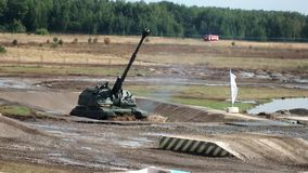 Selbstfahrende Artillerie Msta S stock video