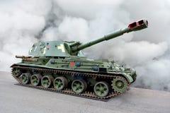 Selbstfahrende Raupenhaubitze der militärischen Ausrüstung stockbilder