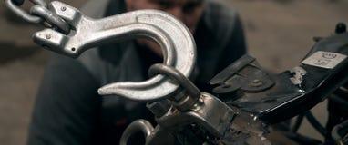 Selbstk?rperreparatur-Reihe: Reparierenfahrzeugkarosserie lizenzfreies stockfoto